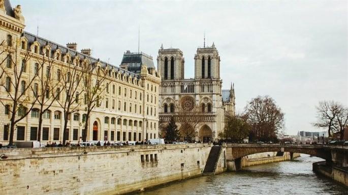 Notre Dame Katedrali Nerededir? KatedralinTarihi Nedir?
