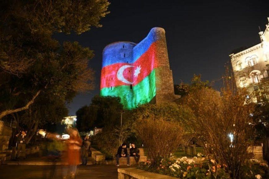 9 Noyabr- Dövlətçiliyimizin və müstəqilliyimizin rəmzi olan Azərbaycan Respublikasının Dövlət Bayrağı Günü