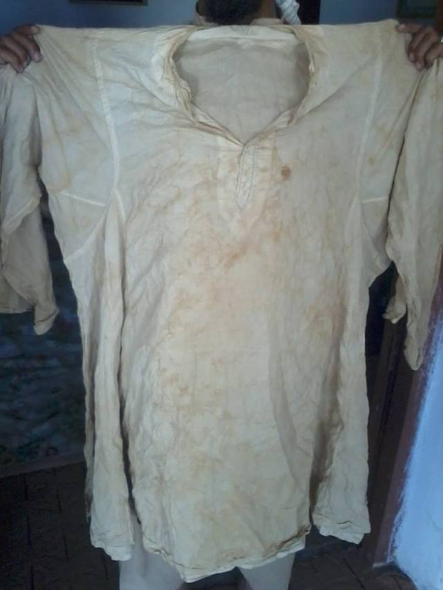 The blessed shirt of Hadhrat Shaykh Siraj ad-Din