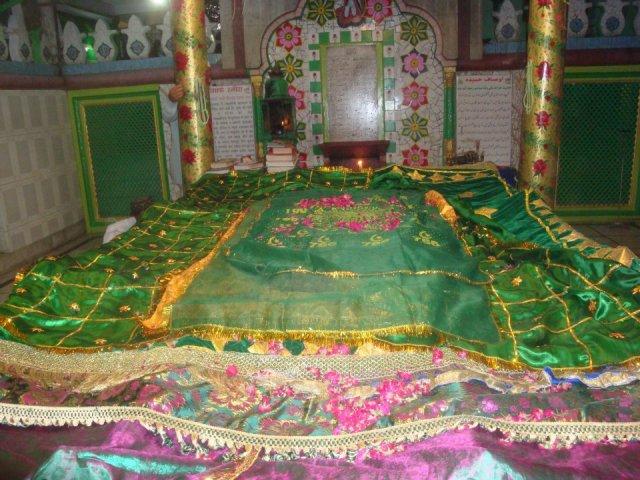 Close view of the noble grave of Khwaja Baqi Billah
