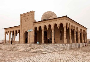 Mosque at the tomb of Khwaja Arif Riwgari