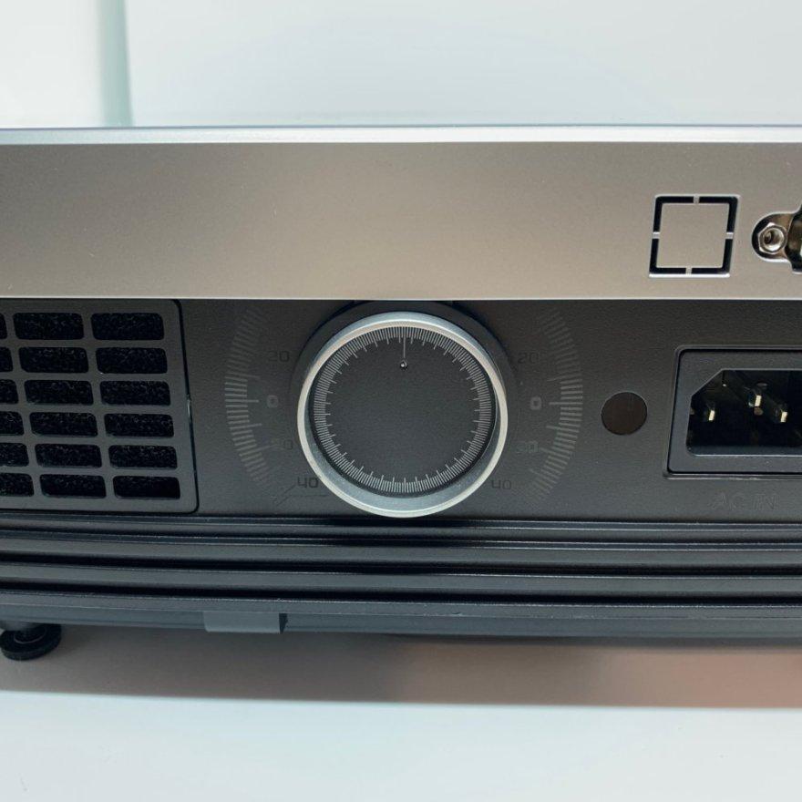 TaoTronics ホームプロジェクター TT-PR001の背面にはキーストーン補正ダイヤルあり