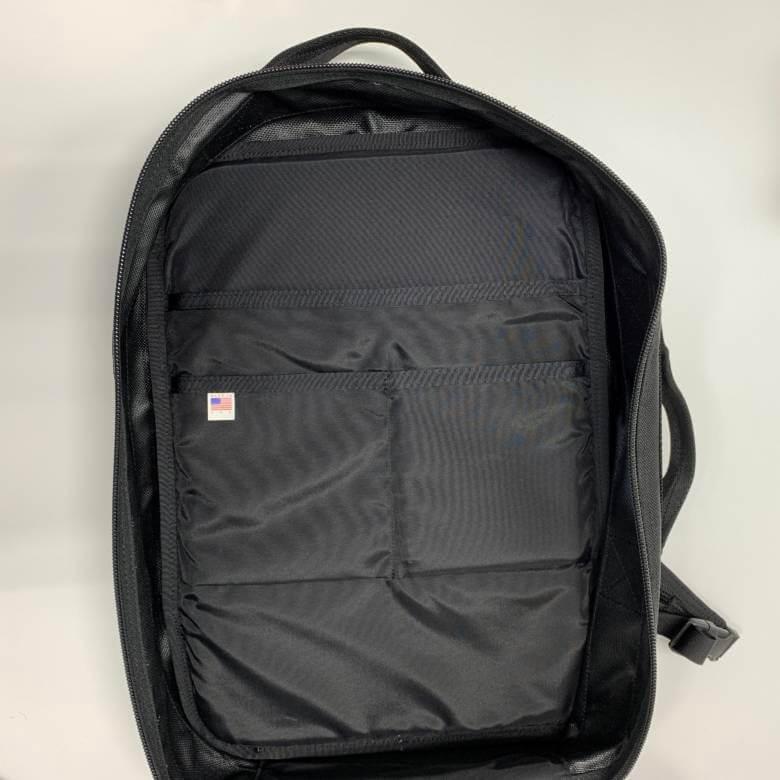 ブリーフィングCLOUD 2WAY PACKの背面側のポケット
