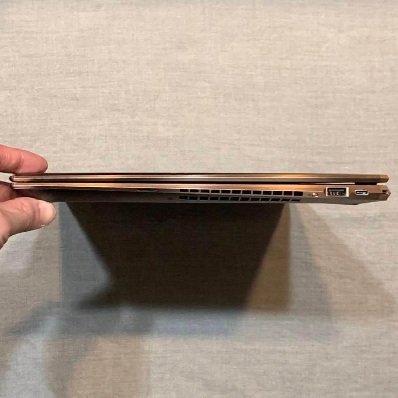 HP Spectre x360 15の厚み