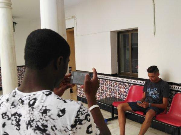 Jóvenes extutelados graban cortos contra los prejuicios