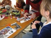 Collages de cartes et d'images des quatre coins du monde