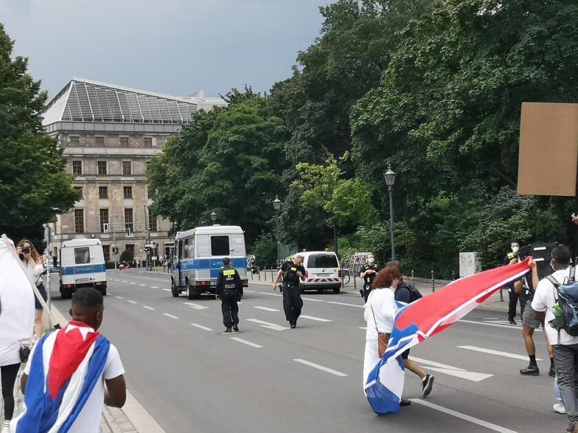 Policía Berlín - proteccion de la marcha