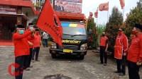 Foto : HM Sanusi, ketua Bamusi PDIP Kab Malang Berangkatkan paket sembako untuk seluruh pengurus PDIP se kab malang