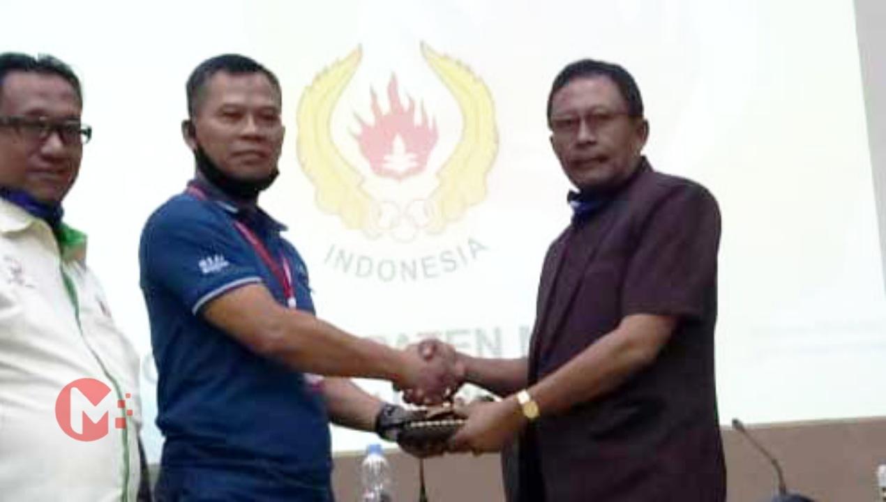 Foto : Rasyidin (kanan) terpilih secara aklamasi ketum KONI Kab Malang