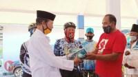 Foto : Camat Kepanjen bagikan masker kepada warga