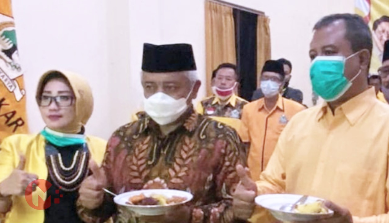 Foto : Ketua DPD Golkar bersama HM Sanusi saat tasyakuran HUT Golkar