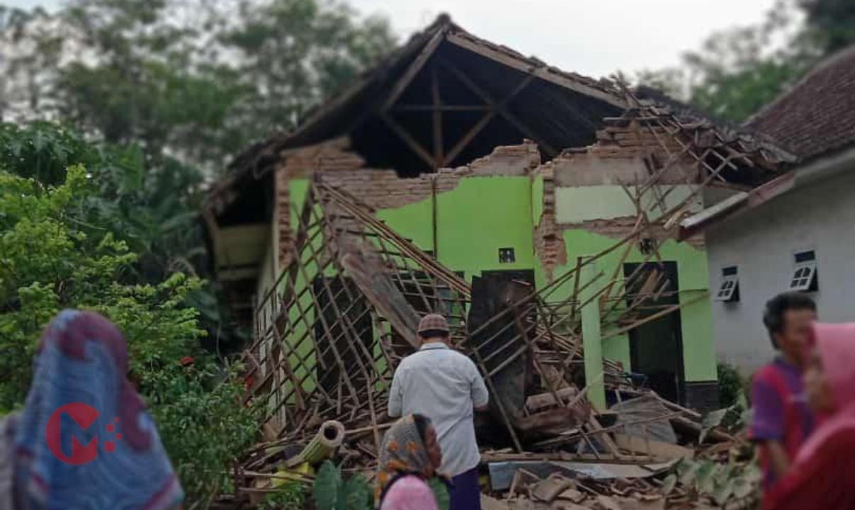Foto : Salah satu rumah warga ambruk akibat gempa