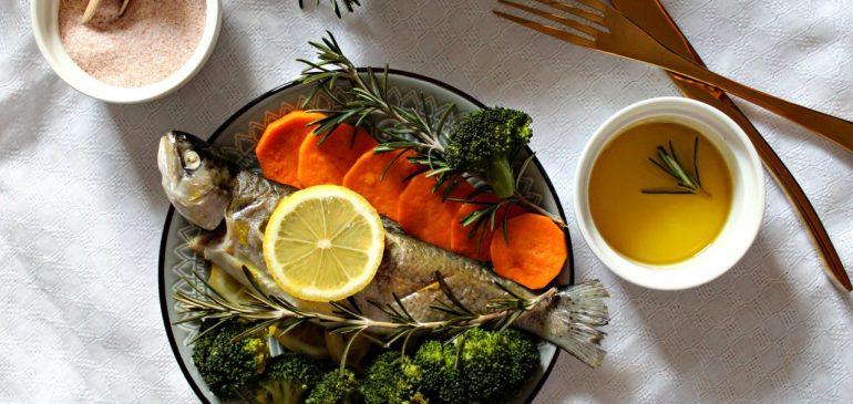 PASTRMKA kuvana na PARI  sa povrćem