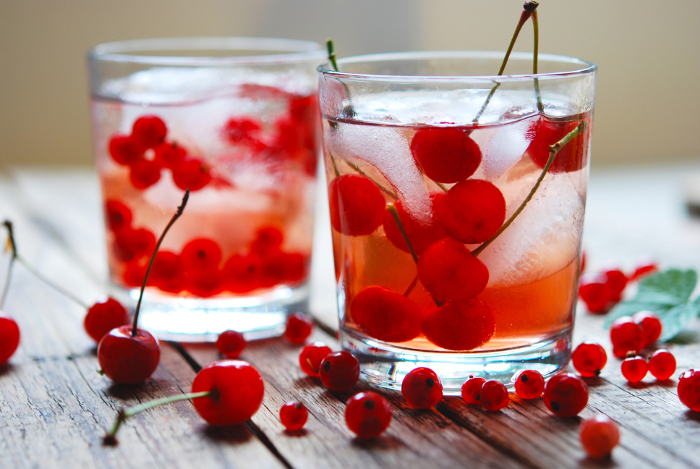 Napoje chłodzące - porzeczki, wiśnie i lód 492