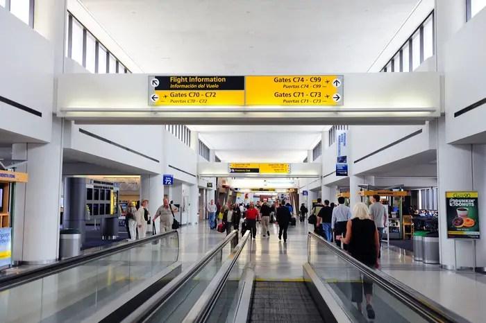 Aeroporto Newark : Fazendo conexão nos estados unidos malas e panelas