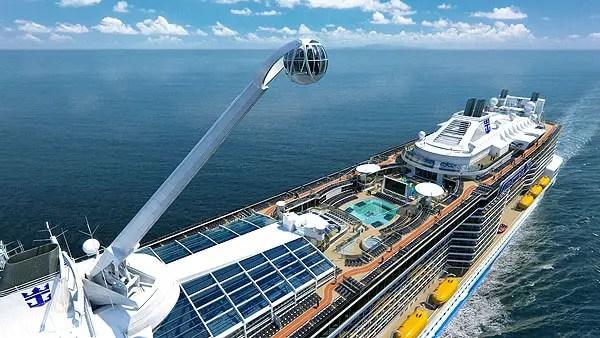 North Star (Estrela do Norte), uma maravilha da engenharia, que literalmente leva os hóspedes às alturas. Os hóspedes são transportados em uma cápsula de vidro em forma de joia para um passeio incrível a mais de 270 metros acima do mar e sobre os lados do navio, que oferece uma vista de 360 graus de tirar o fôlego.