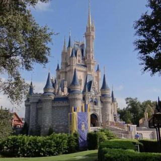 Altura para os brinquedos dos parques Disney em Orlando