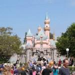 Altura para os brinquedos da Disney na Califórnia