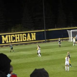 Go Blue – assistindo a um jogo de futebol da University of Michigan