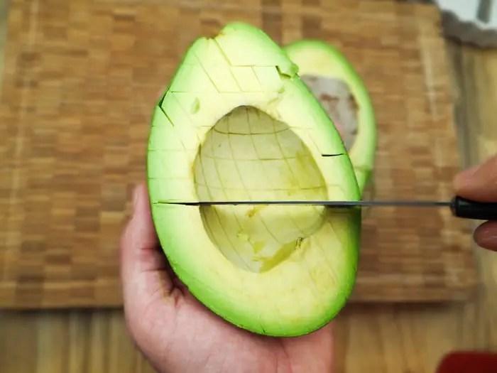 A maneira mais fácil de cortar o abacate