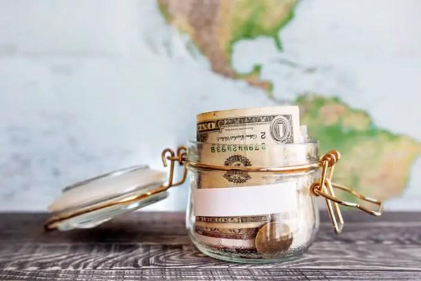 Dinheiro para viagem - Shutterstock.com