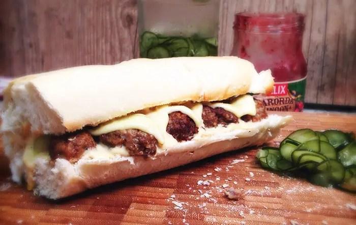 sanduíche de almôndegas