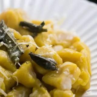 Nhoque de Abóbora com Molho de Manteiga e Sálvia