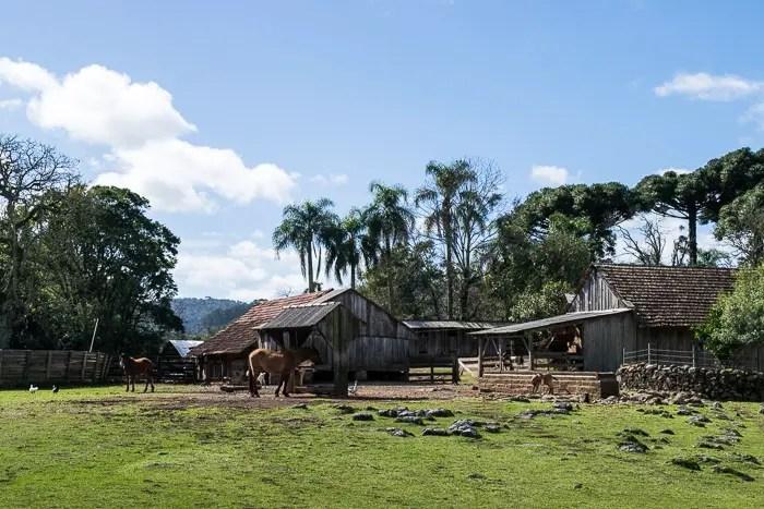 Sítio Tradição - Passeios a Cavalo em Gramado   Malas e Panelas