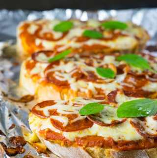 Pizza de Pão (pepperoni e queijo)