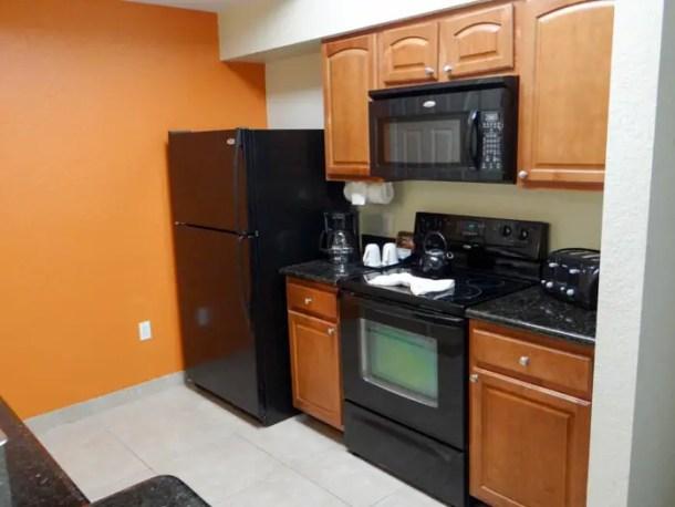 Cozinha completa no apartamento em Orlando