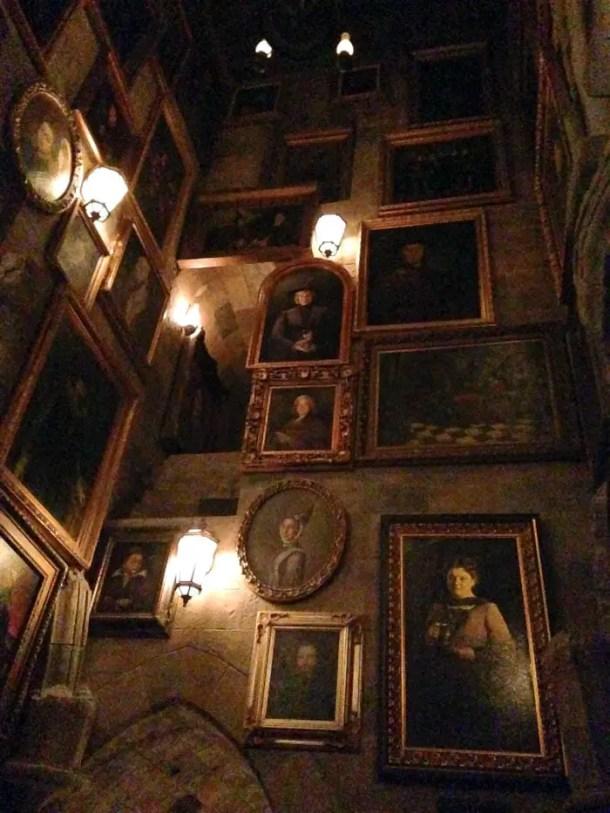 Quadros que se mexem no castelo de Hogwarts