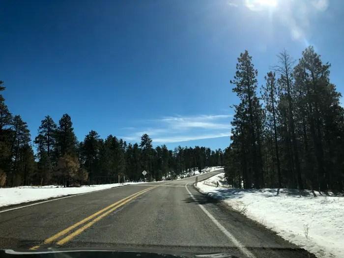 US 89A próximo a Jacob Lake, a entrada para a parte norte do Grand Canyon