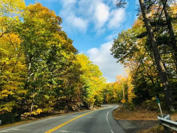 Estrada secundária em Maine