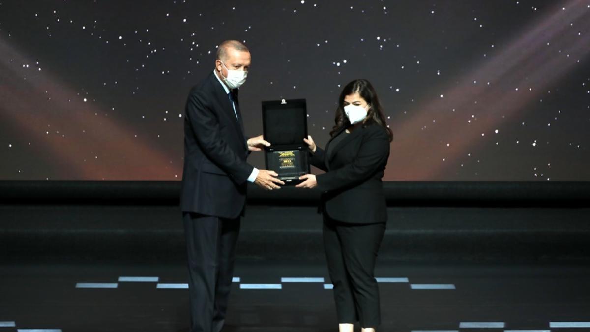 """""""Yılın Doktora Tezi"""" Ödülü alan araştırmacılara Rektör Kızılay'dan tebrik"""