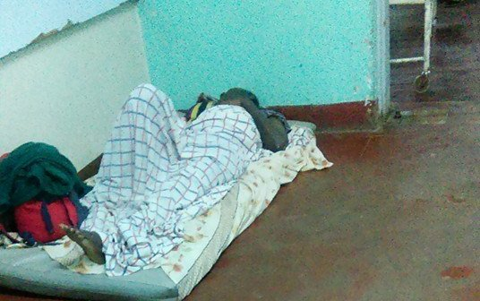 Malawi Patients sleeping on the floor hospitals