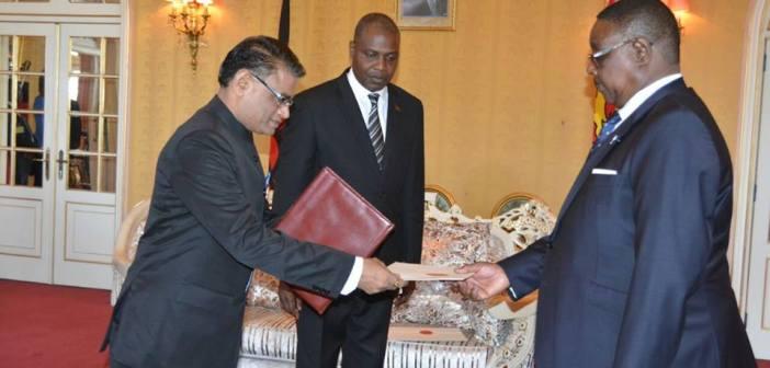 Peter Mutharika with Suresh Kumar