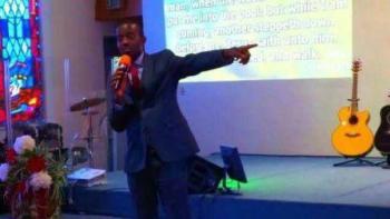 Pastor Henry