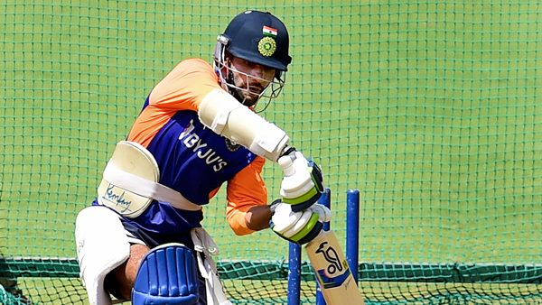 IND vs SL: VVS Laxman Opens Up Sri Lanka Series are Crucial for dhwan for enter t20 world cup team |  IND vs SL: Shikhar Dhawan is crucial, VVS Laxman points out the reasons