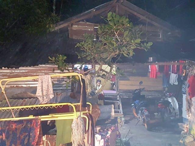 Kediaman usang dihuni sebuah keluarga di Kampung Banggoi Jenerih menggambarkan kadar kemiskinan yang kritikal di daerah Sik.