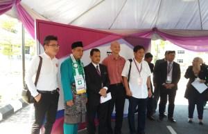 Dari kiri: Dennis Wan Jinn Woei, Mohd Shafie Ngah, Rosli Othman, Ong Kian Ming dan Liew Yuen Keong bergambar selepas pengumuman calon Parlimen Bangi di Dewan Demense, Pejabat Daerah/Tanah Hulu Langat di Bandar Baru Bangi.