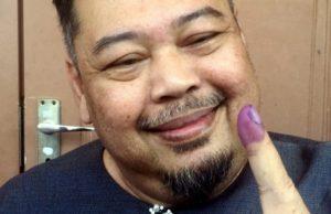 Mamat Khalid tunjuk jari tanda sudah mengundi.