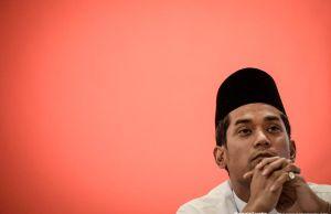 """Habis tu macam mana nak bertanding Presiden UMNO tahun 2021?"" - Khairy Jamaluddin Abu Bakar"