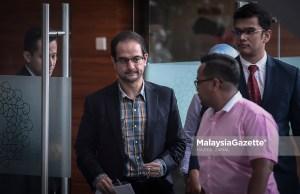 Anak tiri bekas Perdana Menteri Datuk Seri Najib Tun Razak, Riza Aziz (tengah) tiba di ibu pejabat Suruhanjaya Pencegahan Rasuah Malaysia (SPRM) bagi memberikan keterangan dipercayai berkaitan kes 1Malaysia Development Berhad (1MDB) buat kali kedua di Putrajaya. foto HAZROL ZAINAL, 04 JULAI 2018.