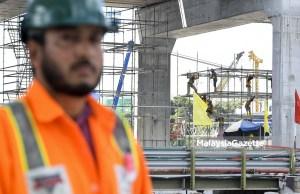 Isu levi pekerja asing yang dinaikkan kepada RM10,000 seorang setahun berbanding kadar tertinggi RM1,850 pada masa ini terus mencuri perhatian.