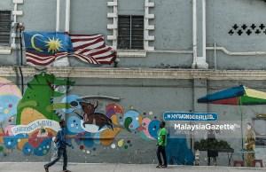 Belanjawan 2019 menunjukkan paras hutang Malaysia yang tinggi dijangka berterusan bagi tempoh yang lebih lama daripada dijangkakan memandangkan defisit diunjur kekal di atas paras tiga peratus daripada Keluaran Dalam Negara Kasar (KDNK) sehingga 2020, kata Moody's Investors Service.