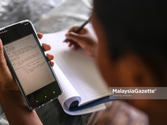 (Picture for representational purposes only) An orang asli student from the Temuan Tribe, Muhammad Jumaidi Omer Faruk, 14, doing his school homework in conjunction with the home-based teaching and learning (PdPR) at Kampung Pangsun, Hulu Langat, Selangor. PIX: SYAFIQ AMBAK / MalaysiaGazette / 25 JANUARY 2021. free 1GB mobile data internet