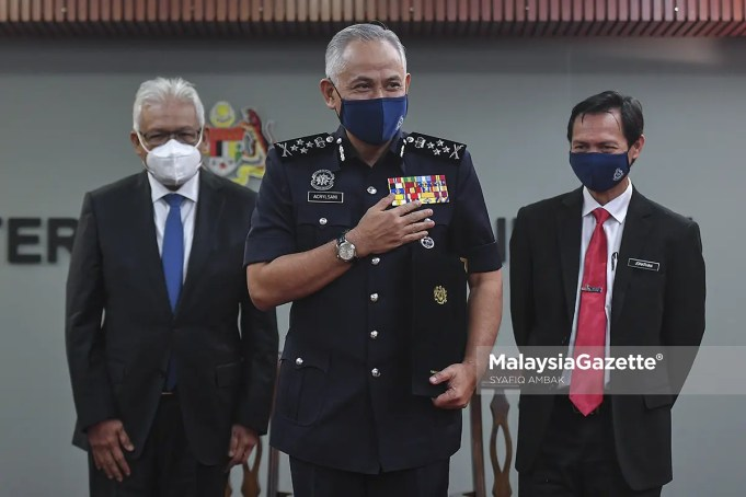Datuk Seri Acryl Sani Abdullah (centre) has been appointed as the 13th Inspector-General of Police with effect of 4 May 2021. PIX: SYAFIQ AMBAK / MalaysiaGazette / 30 APRIL 2021.