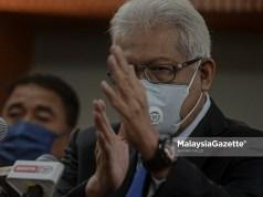 Menteri Dalam Negeri, Datuk Seri Hamzah Zainudin bercakap pada sidang media selepas Majlis Penyerahan Surat Lantikan Timbalan Ketua Polis Negara yang baharu di Kementerian Dalam Negeri, Putrajaya. Foto AFFAN FAUZI, 25 JUN 2021.