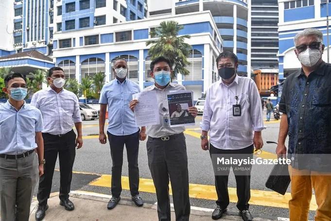 The Political Secretary of Datuk Seri Ismail Sabri Yaakob, Datuk Syed Mohd Fazmi Sayid Mohammad (centre) showed the police report lodged on the owner of Lokman Adam's Facebook account that slandered the Senior Minister (Security Cluster). PIX: SYAFIQ AMBAK / MalaysiaGazette / 05 JULY 2021
