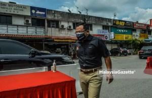 Menteri Besar of Selangor, Datuk Seri Amirudin Shari visits the Taman Murni residential area following the Enhanced Movement Control Order (EMCO) in Sepang, Selangor. PIX: MOHD ADZLAN / MalaysiaGazette / 09 JULY 2021 Phase 2 National Recovery Plan PPN Phase 1